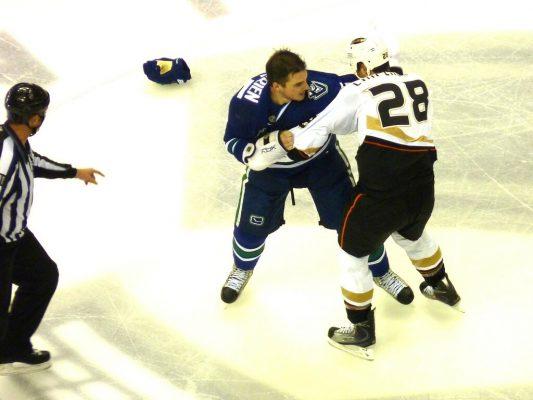 combat de hockey